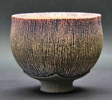 Carved gold brush footed cup - Tsuyoshi Shimizu