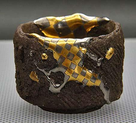 Hiroyuki Tomita sake cup with gold drip glaze