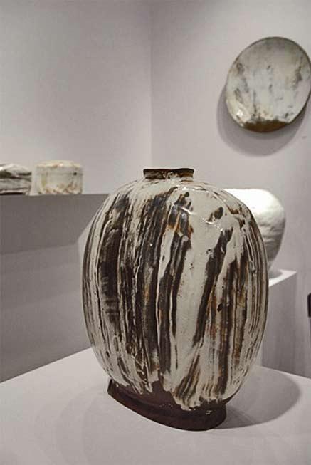 Kang Hyo Lee-ceramic vase Mindy Solomon Gallery