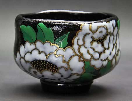 Kaori-Takao -- Black-green, gold, black and white-sweet-peony-cup