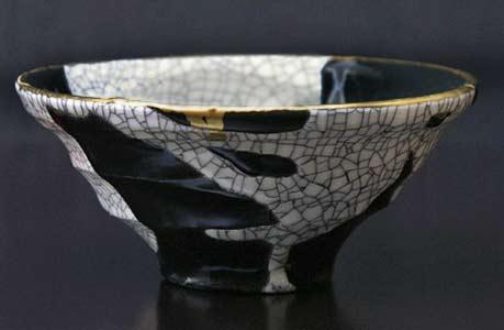 Masaki-Tomabechi-elegant tea-bowl in black, gold and white