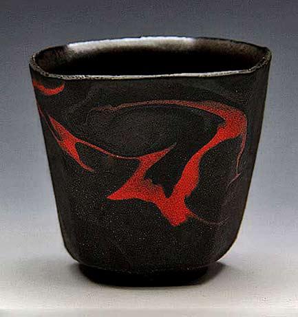 Seto-Junji-black-tea-cup with red single stroke motif