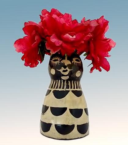 Black and white lenca-woman-flower-vase_