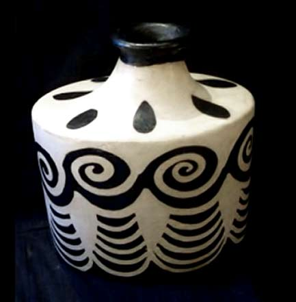 black and white Lenca pottery