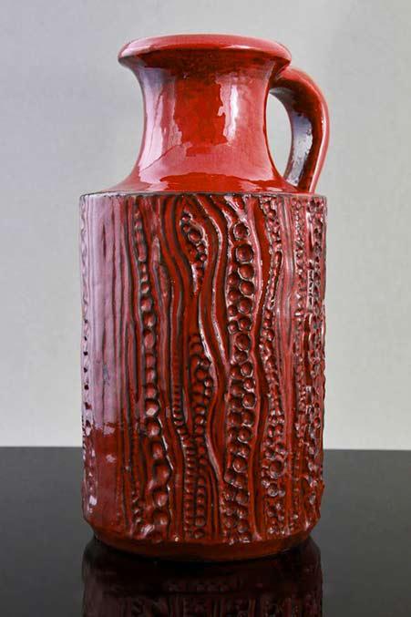 Carstens red luxus range handled vase reptile design by Dieter Peter ca 1970