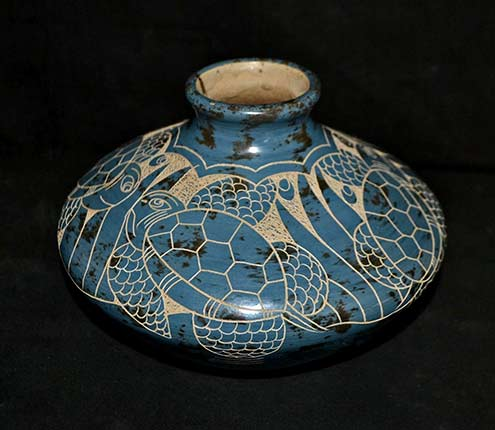 Costa Rica Pottery Vase w Etched Turtle Design Signed Mauro