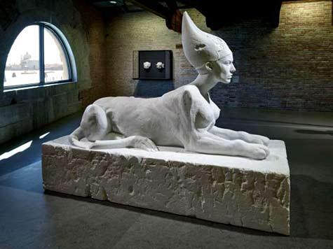 Damien-Hirst--'Sphinx'-white sculpture
