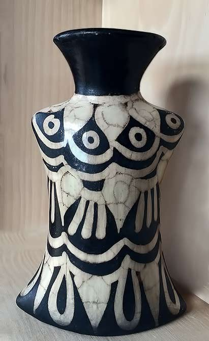 lenca black and white vase