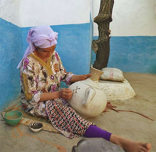 Female potter-from-the-Rif,-Taounate