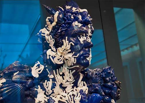 damien-hirst-treasures-from-the-wreck-unbelievable Blue male sculpture