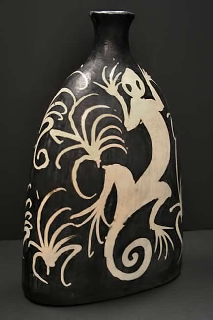 lenca-vase black and white