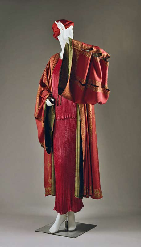 Mariano-Fortuny,-red silk Dressing-Gown,