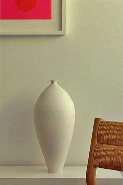 Elongated ovoid ceramic vessel-by-Taizo-Kuroda