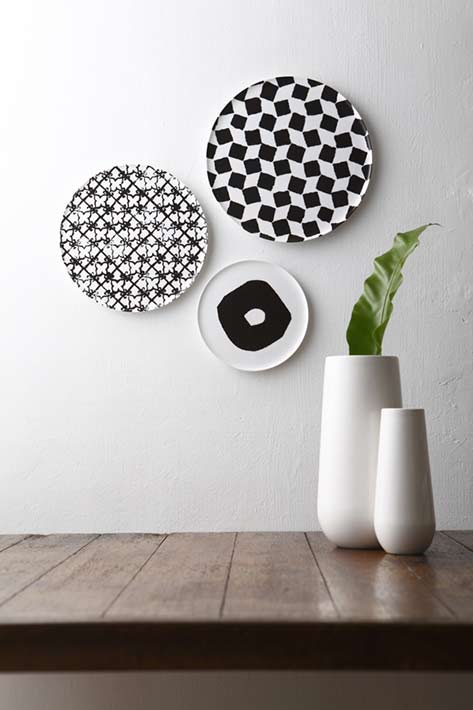 Emptiness-Plate in black and white-x-Paola-Navone-for-Merci