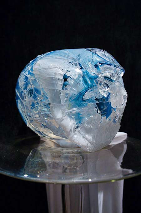 Kazuki-Takizawa--glass-sculpture in blues and white