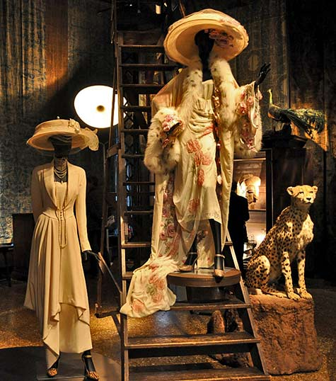 La-Divina-Marchesa-exhibition-at-Palazzo-Fortuny,-Venice---ceramic leopard and dressed mannequins