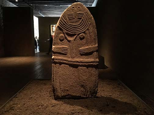 Ancient artifact Lady-of-Saint-Sernin-–-Anthropomorphic-Figure-'Statue-Menhir'-–-Sandstone-–-4th—3th-millennium
