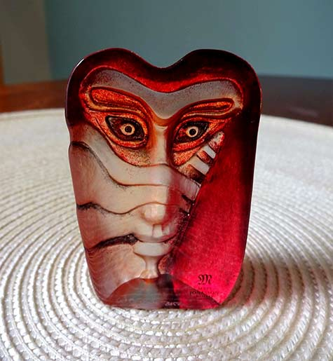 Mats Jonasson minature kiwok red glass face sculpture