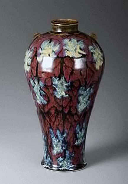 Bob-Pool-Mae-byong-vase,-red-gold-floral-pattern