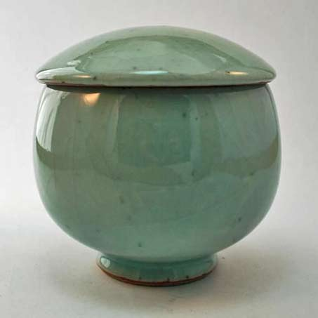 Shiga-Shigeo-lidded-green-ceramic vessel