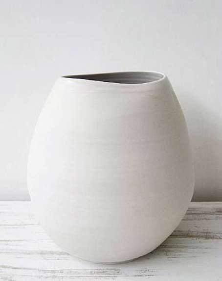 Shio-Kusaka-white-ceramic-porcelain vessel