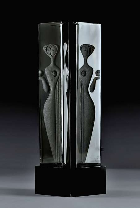 Vicke Lindstrand Kosta, modernist Engraved-Glass-Sculpture