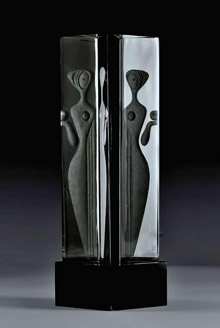Vicke Lindstrand Kosta, modernist Engraved-Glass-Sculpture