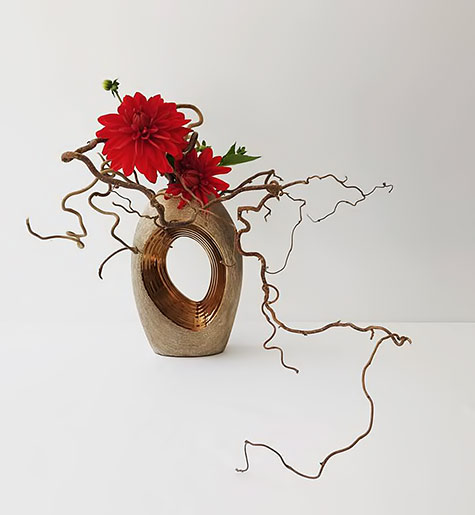 Art-Floral-Ikebana-Mai-Van-Thai-Thomas--red flowers and branches ikebana
