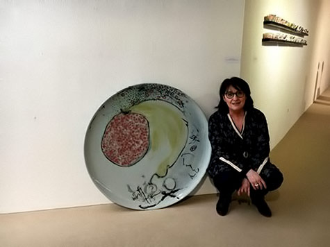 Fabienne-Withofs-with large ceramic plate