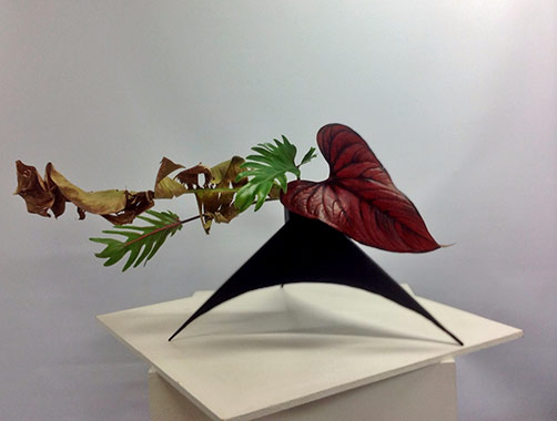 Pats-ikebana-Leaves-only-in-horizontal-arrangement--2015