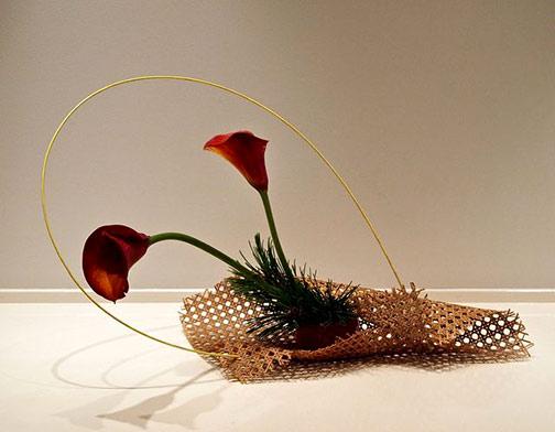 Nordic-Lotus-Modern-basket-ikebana.-Calla-lily,-pine-and-bamboo-stick