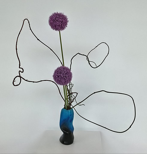 Pats Ikebana-2016---Vine and giant Allium