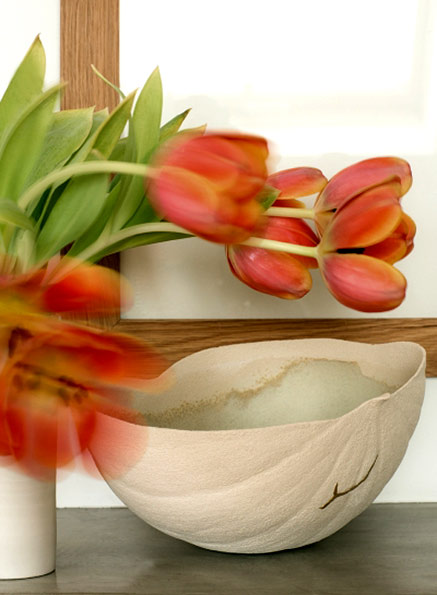 Paule-Fattaccioli-ceramic-bowl with tulips