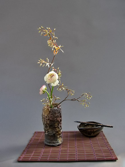 ikebana display by Anita Haase Schönbeck,-Berlin ceramic vessel by Jochen Ruth