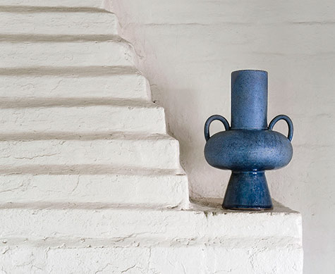 blue-Abyssal-vase-Nicolette-Johnson on white mantle