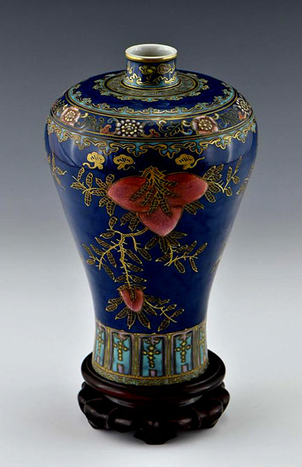 Chinese-Qing-Dynasty-porcelain-vase,-MeiPing-form