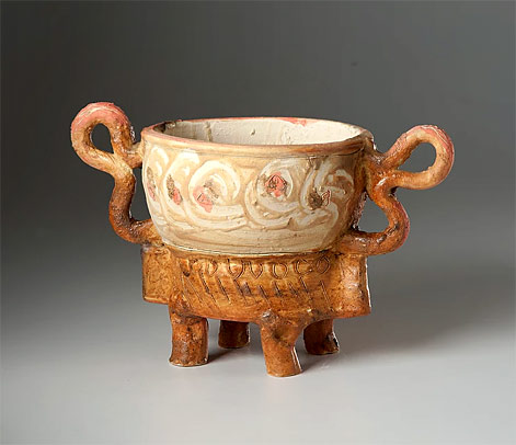 Alice-Federico-footed-vessel with large handles