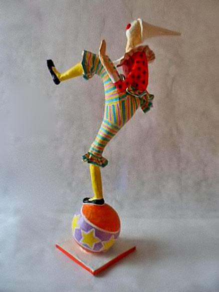 Clown balancing act --- Papel pra toda Obra