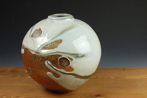 Matthew-Blakely-ceramic-globe-vase with white sideway drip glaze