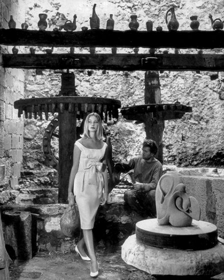 Tania Mallet-in-scoopnecked-cocktail-dress-in-italian-strawcloth-by-monbijou-photo-by-Vernier-in-Tourettes Sur Loup-south-of-france-vogue-july-1960